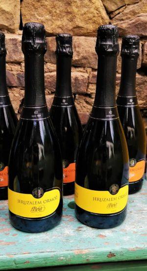 Kolekce šesti šumivých vín slovinského vinařství Puklavec Family Wines